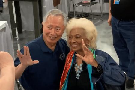 George Takei visits Nichelle Nichols at SuperCon 2019